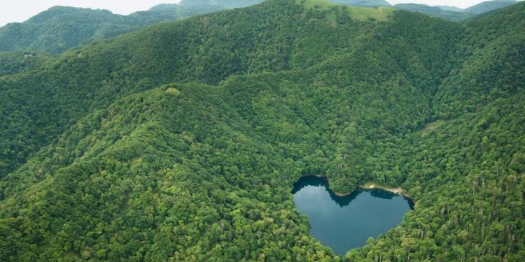 Hồ nước hình trái tim độc đáo ở Nhật Bản